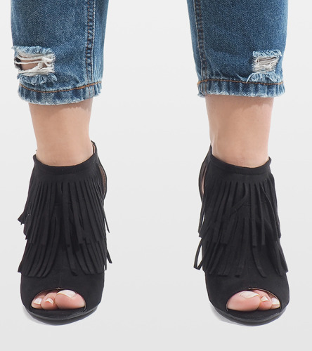 Czarne sandały na słupku Seaky
